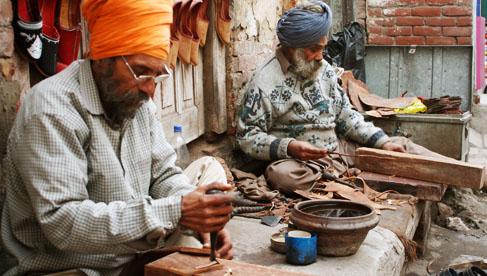 punjabi_juttis_craftsmen