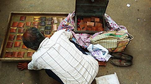 wooden-comd-seller-at-puskar