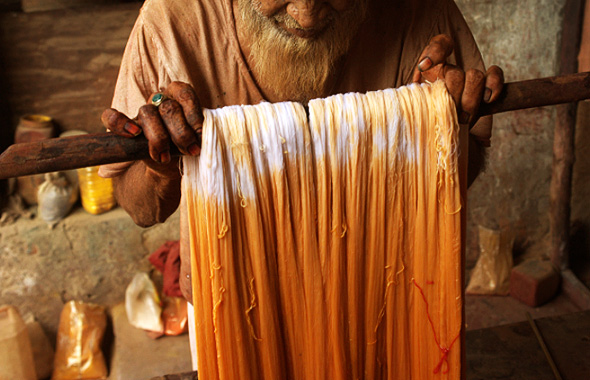 Kabir-doing-weaving