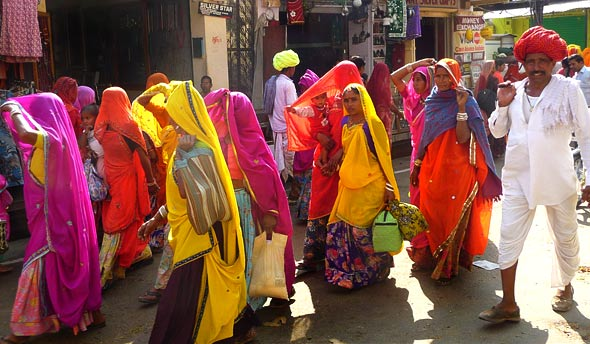 women-wearing-colorful-cloths