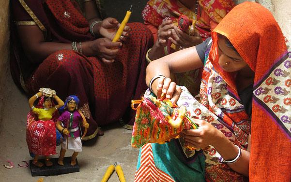 Jhabus women making dolls