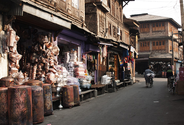 Copper-crafts-market-kashmir