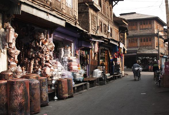 Copper-crafts-market-kashmir