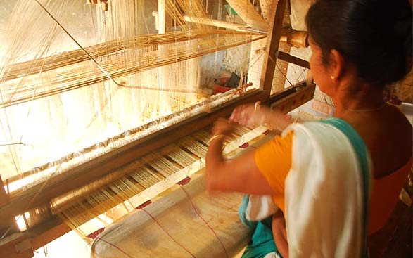 Sualkuchi-village-weaving