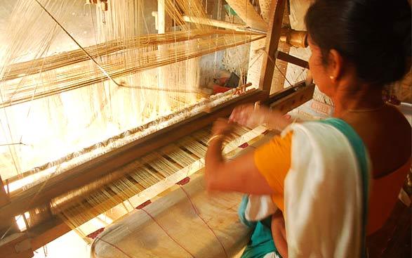 Sualkuchi-village-weaving