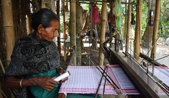 assam-weaving1