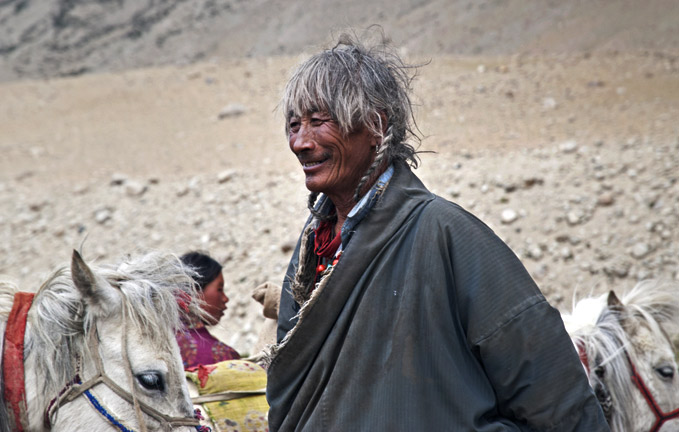 changpa-man-with-horse