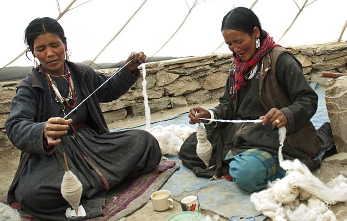 changpa-women-making-yarn
