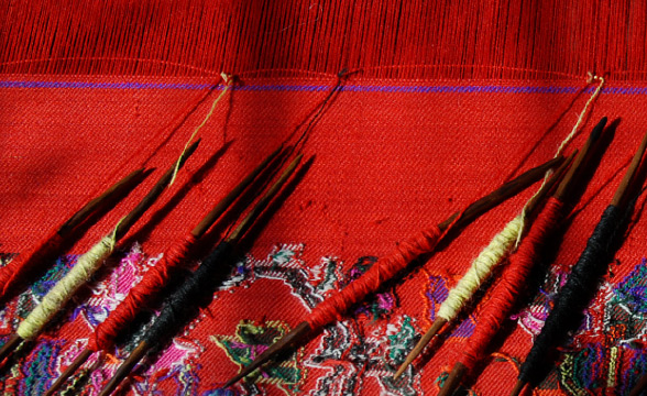 kaani-weaving-process