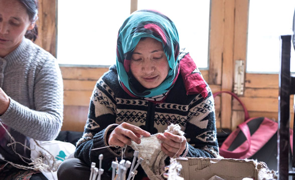 looms-of-laddakh-kniting