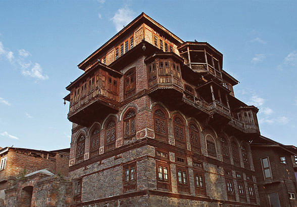 old-srinagar-house