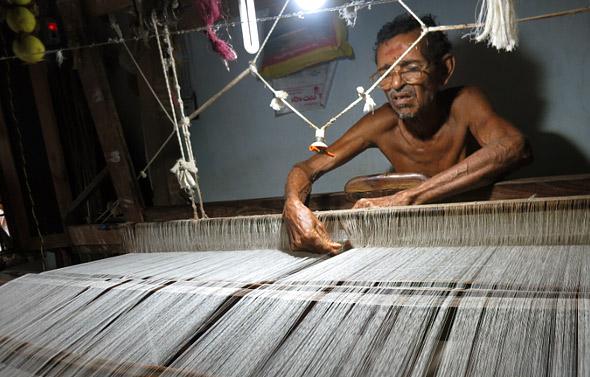 ponduru-saree-weaver