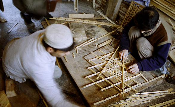 process-of-making-pinjra-kari-crafts