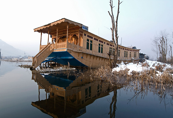 royal-house-boat-kashmir