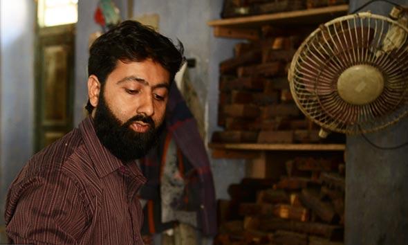 shakil-batic-craftsmen-mundra