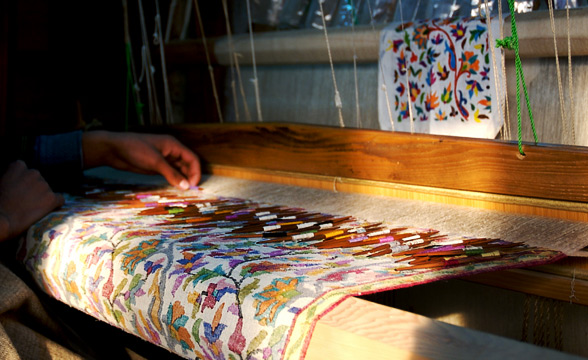 weaving-on-loom-kashmir